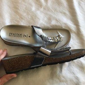 Italian shoemakers Adela size 8 silver thongs